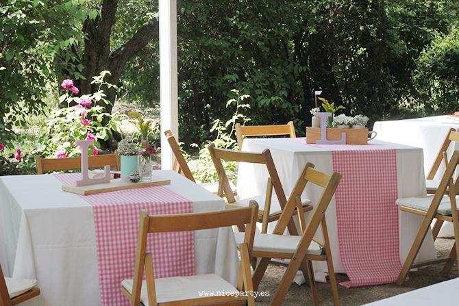 Nice Party Comunión rústica en color rosa. Decoración de mesas, centros de mesa